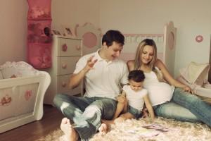 familia-com-filha-pequena-1200x800