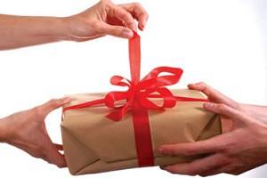 Даритель может совершить дарение одновременно двум лицам.