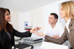 5 способов переоформления квартиры на родственника
