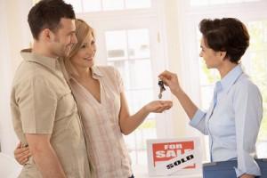 Изображение - Как квартиру быстро продать используя народные средства и советы реэлторов Real-Estate-Brokers-300x200